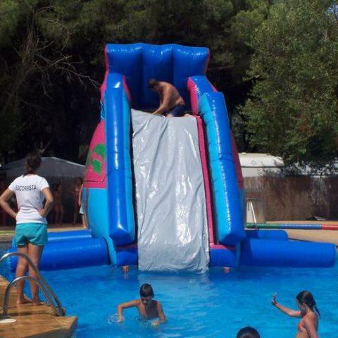 Elemento especial en alquiler. Perfecto para los días de verano si cuentas con piscina.