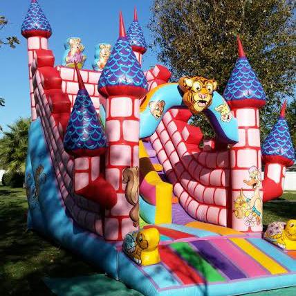 Castillo Hinchable en alquiler, La Ilusión. El castillo de la casa.